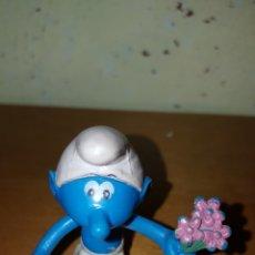 Figuras de Goma y PVC: FIGURA PVC ENDURECIDO CON RAMO DE FLORES AÑOS 80 MUÑECO DIBUJOS ANIMADOS SMURFS. Lote 115346255