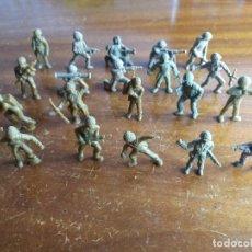 Figuras de Goma y PVC: LOTE 20 SOLDADOS AMERICANOS VERDES ORIGINALES. DUNKIN. Lote 115482211
