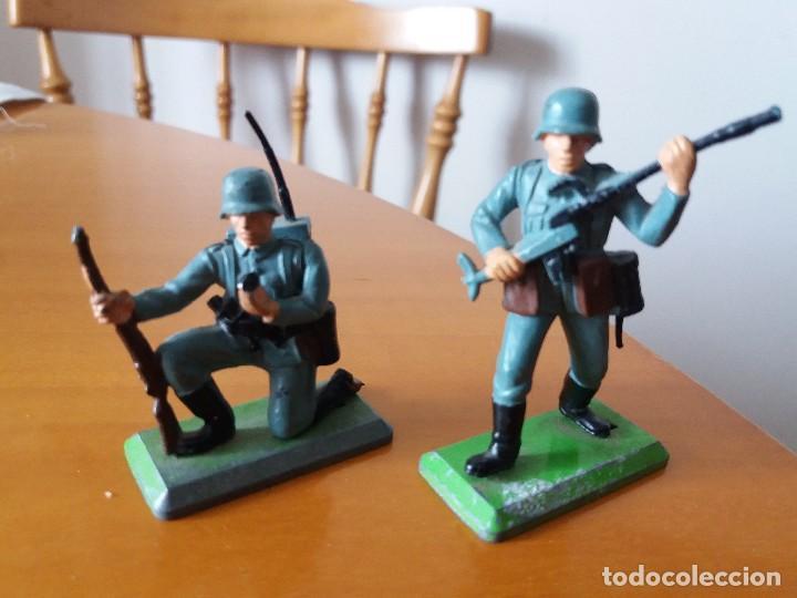 LOTE DE 2 SOLDADOS ALEMANES. WEHRMACHT. SGM. BRITAINS LTD 1971. DEETAIL. MADE IN ENGLAND. (Juguetes - Figuras de Goma y Pvc - Britains)