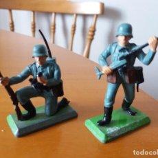 Figuras de Goma y PVC: LOTE DE 2 SOLDADOS ALEMANES. WEHRMACHT. SGM. BRITAINS LTD 1971. DEETAIL. MADE IN ENGLAND.. Lote 219445532