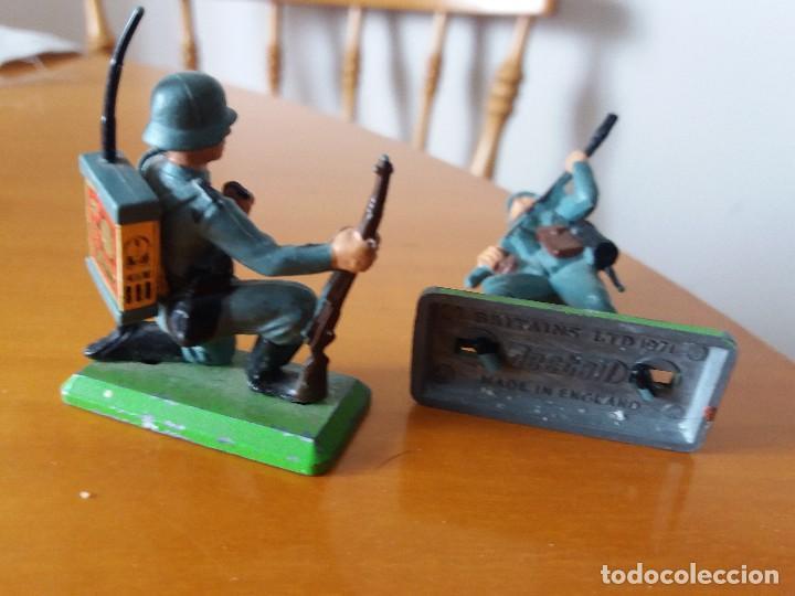 Figuras de Goma y PVC: Lote de 2 soldados alemanes. Wehrmacht. SGM. Britains LTD 1971. Deetail. Made in England. - Foto 3 - 219445532