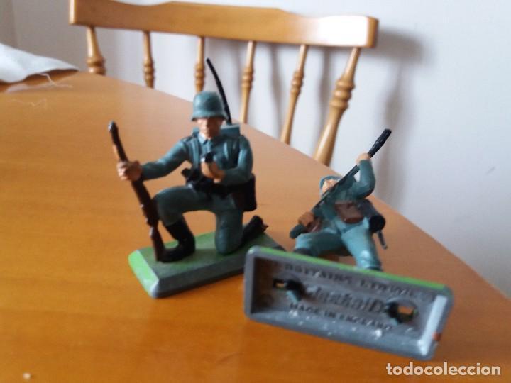 Figuras de Goma y PVC: Lote de 2 soldados alemanes. Wehrmacht. SGM. Britains LTD 1971. Deetail. Made in England. - Foto 4 - 219445532