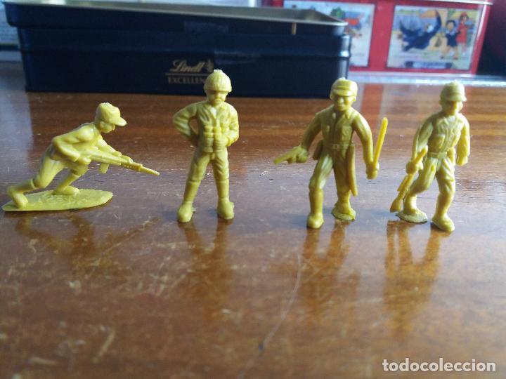LOTE 4 SOLDADOS JAPONÉSES AMARILLO VERDOSO .MUNDI TOY (Juguetes - Figuras de Goma y Pvc - Dunkin)