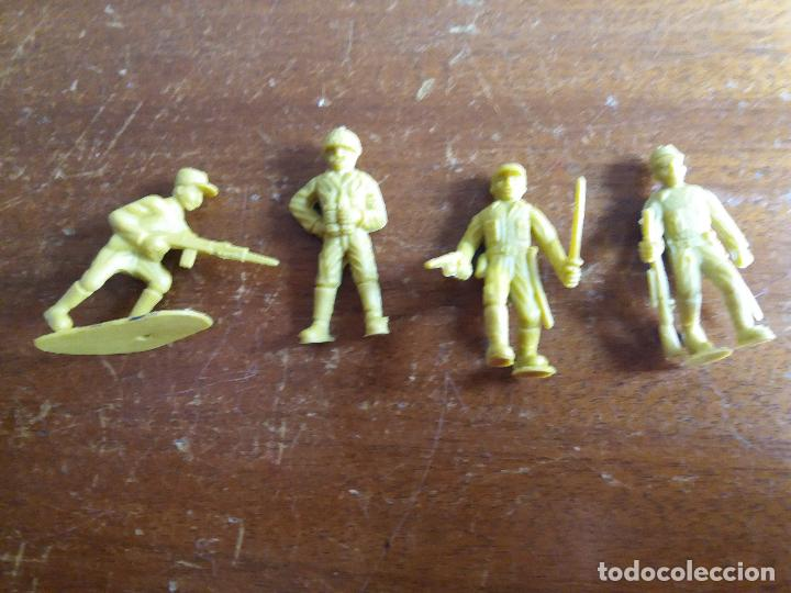 Figuras de Goma y PVC: LOTE 4 SOLDADOS JAPONÉSES AMARILLO VERDOSO .MUNDI TOY - Foto 4 - 115576283