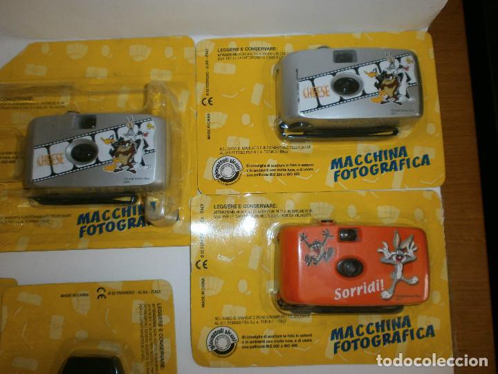 Figuras Kinder: 2 fundas de móviles ( Coyote y Piolin ) y 3 máquinas fotográficas Looney Toons - Foto 3 - 115841259