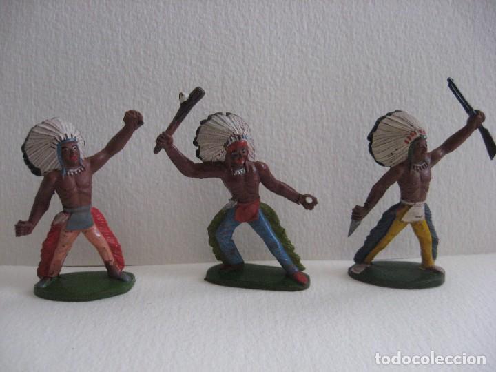 TRES GUERREROS INDIOS SOTORRES, GOMA AÑOS 60, BIEN DE PINTURA. (Juguetes - Figuras de Goma y Pvc - Sotorres)