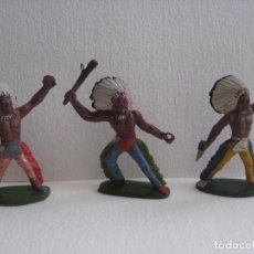 Figuras de Goma y PVC: TRES GUERREROS INDIOS SOTORRES, GOMA AÑOS 60, BIEN DE PINTURA.. Lote 116059139