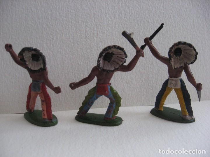 Figuras de Goma y PVC: TRES GUERREROS INDIOS SOTORRES, GOMA AÑOS 60, BIEN DE PINTURA. - Foto 2 - 116059139