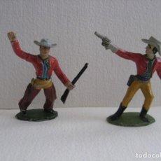 Figuras de Goma y PVC: 2 VAQUEROS DISPARANDO, SOTORRES, GOMA AÑOS 60. Lote 116059303