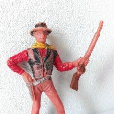 Figuras de Goma y PVC: FIGURA VAQUERO CON PISTOLA Y RIFLE. Lote 116098711
