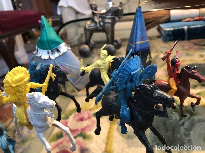 Figuras de Goma y PVC: Grupo de cinco indios a caballo y 3 indios a pie en su campamento: tres tiendas indias - Foto 2 - 116562235