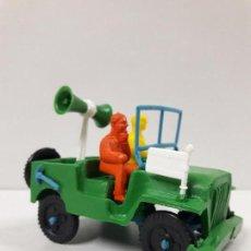 Figuras de Goma y PVC: JEEP DE LA VUELTA CICLISTA . REALIZADO POR SOTORRES . AÑOS 60. Lote 117417483
