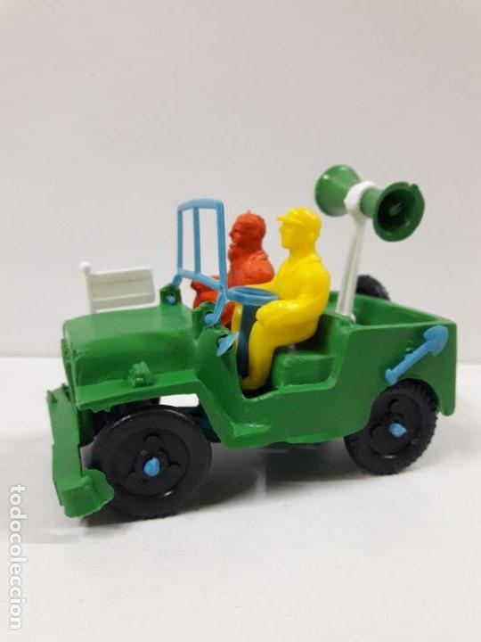 Figuras de Goma y PVC: JEEP DE LA VUELTA CICLISTA . REALIZADO POR SOTORRES . AÑOS 60 - Foto 2 - 117417483