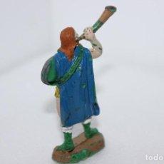Figuras de Goma y PVC: MINIATURAS DE GOMA-GUERRERO VIKINGO JECSAN AÑOS 50. Lote 117496675