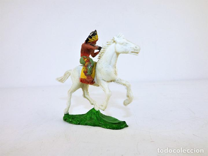 Figuras de Goma y PVC: GMB Figura Indio a caballo con rifle Cca 1960 - Foto 2 - 171677012