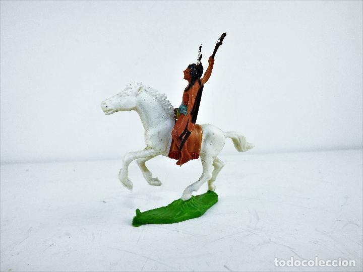 Figuras de Goma y PVC: GMB Figura Indio a caballo con arco y hacha Cca 1960 - Foto 2 - 117622331