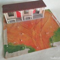Figuras de Goma y PVC: DIORAMA OESTE MADERA CARTÓN , PLÁSTICO. Lote 118076055