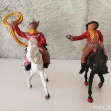 Figuras de Goma y PVC: VAQUEROS A CABALLO DE GOMA LAFREDO. Lote 118449271