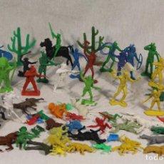 Figuras de Goma y PVC: LOTE VARIADO DE INDIOS , SOLDADOS , CABALLOS, VAQUEROS, . Lote 118513115