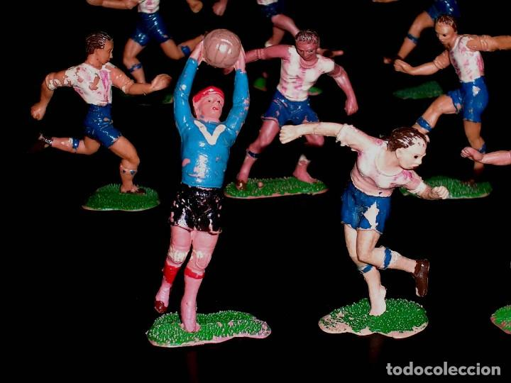 Figuras de Goma y PVC: Conjunto Equipo de Fútbol, Futbolistas fabricados en plástico, Jecsan, originales años 60. - Foto 2 - 118672503