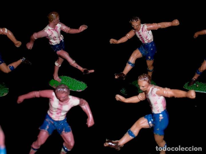 Figuras de Goma y PVC: Conjunto Equipo de Fútbol, Futbolistas fabricados en plástico, Jecsan, originales años 60. - Foto 3 - 118672503