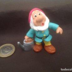 Figuras de Goma y PVC: ENANITO MOCOSO BLANCANIEVES CON REGADERA BULLYLAND DISNEY. Lote 119867695