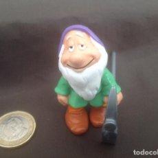 Figuras de Goma y PVC: ENANITO DORMILÓN BLANCANIEVES DISNEY BULLYLAND CON PICO. Lote 119867791
