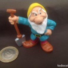 Figuras de Goma y PVC: ENANITO GRUÑÓN CON PALA BLANCANIEVES DISNEY BULLYLAND. Lote 119867847