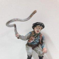 Figuras de Goma y PVC: VAQUERO - COWBOY CONDUCTOR DE CARRETA O DILIGENCIA . REALIZADO POR TEIXIDO . AÑOS 50 EN GOMA. Lote 120741551