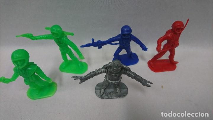 Figuras de Goma y PVC: LOTE ANTIGUAS FIGURAS COMANSI SERIE ESPACIO, OVNI - Foto 4 - 121290587