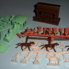 Figuras de Goma y PVC: MONTAPLEX REF. 456 ESTACIÓN + LOCOMOTRA, COLONOS, INDIOS Y VAQUEROS, CABALLOS. Lote 121553171