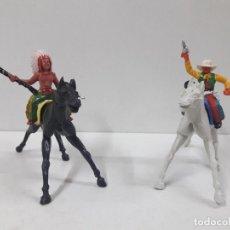 Figuras de Goma y PVC: GUERRERO INDIO Y VAQUERO A CABALLO . REALIZADOS POR M. SOTORRES . AÑOS 60. Lote 121637907