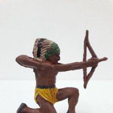 Figuras de Goma y PVC: GUERRERO INDIO . REALIZADO POR PECH . AÑOS 50 EN GOMA. Lote 121638563
