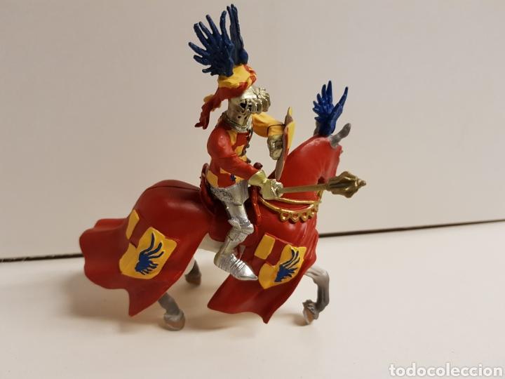 Figuras de Goma y PVC: Guerrero caballero medieval con símbolo de las alas de la prestigiosa marca plastoy medidas 14x13cms - Foto 2 - 122092519