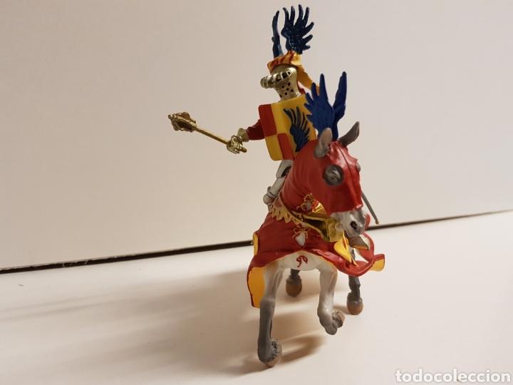 Figuras de Goma y PVC: Guerrero caballero medieval con símbolo de las alas de la prestigiosa marca plastoy medidas 14x13cms - Foto 3 - 122092519