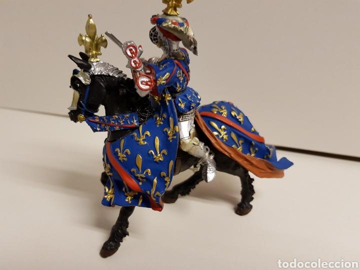 Figuras de Goma y PVC: Fantástico caballero medieval a caballo años 90 goma plástica plastoy medidas 12,5x12cms azul - Foto 3 - 122093387