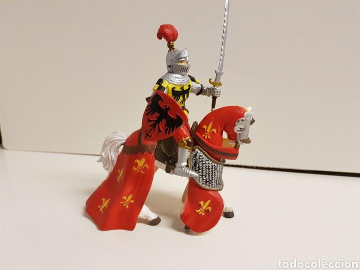 Figuras de Goma y PVC: Figura caballero medieval plastoy goma plástica con símbolos de águila y flor de lis 14 x 12 cm - Foto 2 - 122094907