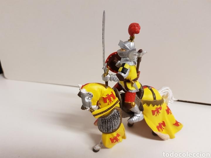 Figuras de Goma y PVC: Figura caballero medieval plastoy goma plástica con símbolos de águila y flor de lis 14 x 12 cm - Foto 4 - 122094907