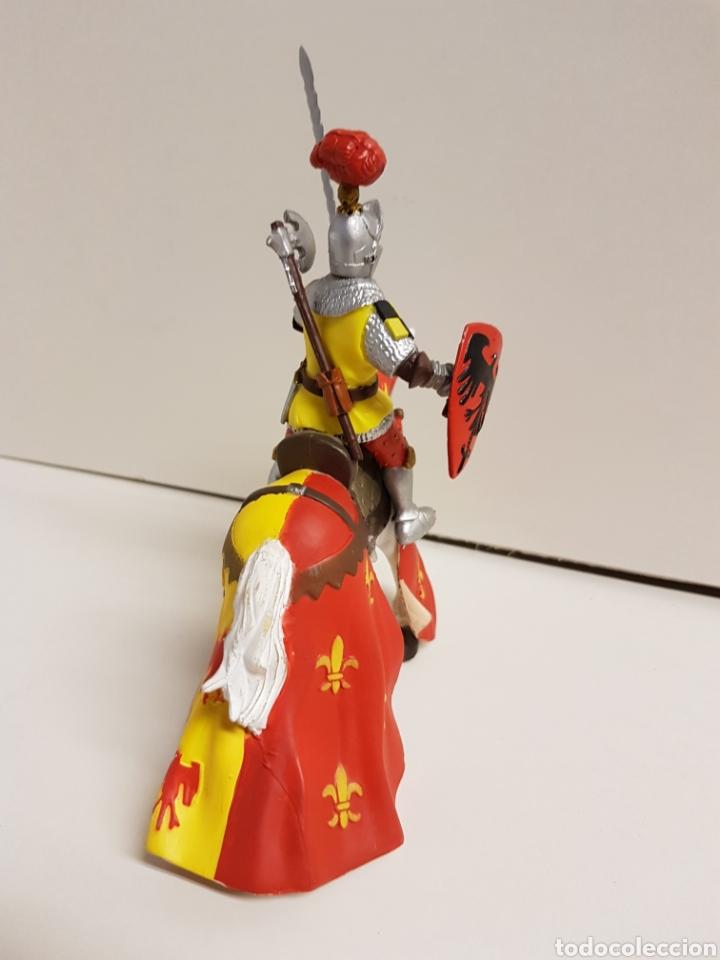 Figuras de Goma y PVC: Figura caballero medieval plastoy goma plástica con símbolos de águila y flor de lis 14 x 12 cm - Foto 5 - 122094907