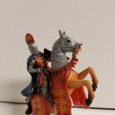 Figuras de Goma y PVC: FIGURA CABALLERO MEDIEVAL INGLÉS EN GOMA PLÁSTICA MAJESTUOSO MEDIDAS 14,5 X 10 CM. Lote 122096367