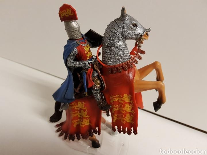Figuras de Goma y PVC: Figura caballero medieval inglés en goma plástica majestuoso medidas 14,5 x 10 cm - Foto 2 - 122096367
