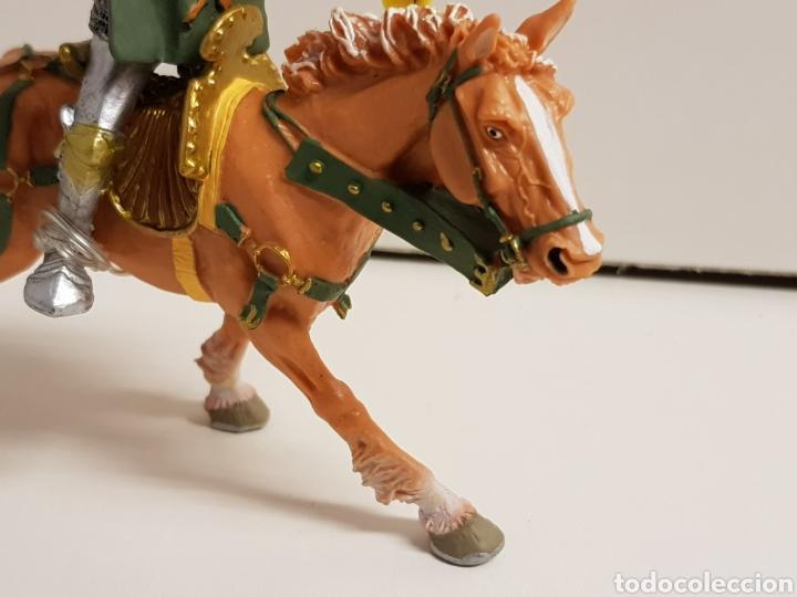 Figuras de Goma y PVC: Caballero a caballo con símbolo de ciervo en goma plástica medidas 13 x 10 cm - Foto 2 - 122097588