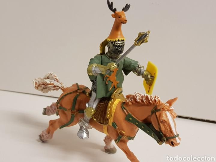 Figuras de Goma y PVC: Caballero a caballo con símbolo de ciervo en goma plástica medidas 13 x 10 cm - Foto 3 - 122097588