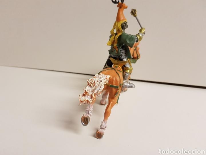 Figuras de Goma y PVC: Caballero a caballo con símbolo de ciervo en goma plástica medidas 13 x 10 cm - Foto 4 - 122097588