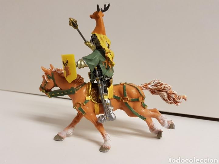 Figuras de Goma y PVC: Caballero a caballo con símbolo de ciervo en goma plástica medidas 13 x 10 cm - Foto 5 - 122097588