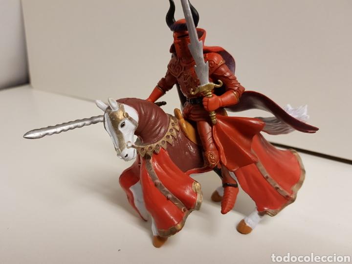 Figuras de Goma y PVC: Soldado épico con armadura roja a caballo fabricado en goma plástica medidas 12 x 14 cm - Foto 2 - 122102208