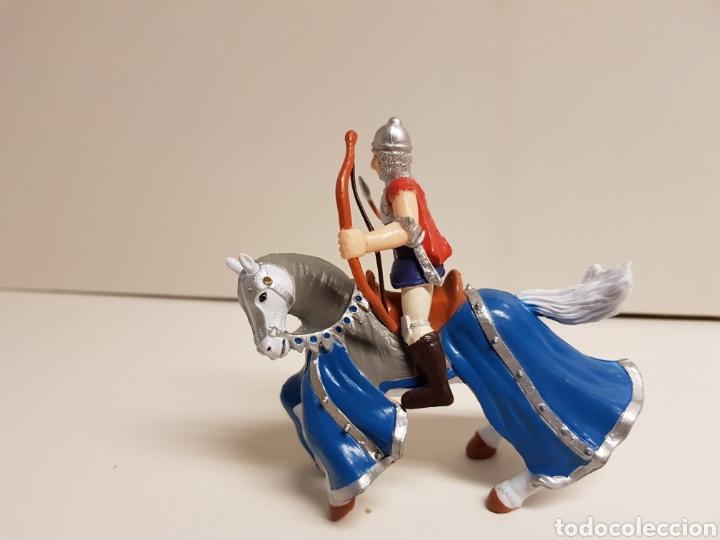 Figuras de Goma y PVC: Arquero medieval a caballo medidas 10 x 10 cm fabricado en goma plástica - Foto 3 - 122102628