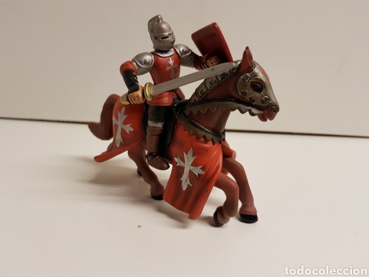 Figuras de Goma y PVC: Caballero medieval con Cruz escudo rojo fabricado en goma plástica marca Simba - Foto 2 - 122103015