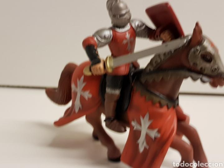 Figuras de Goma y PVC: Caballero medieval con Cruz escudo rojo fabricado en goma plástica marca Simba - Foto 4 - 122103015