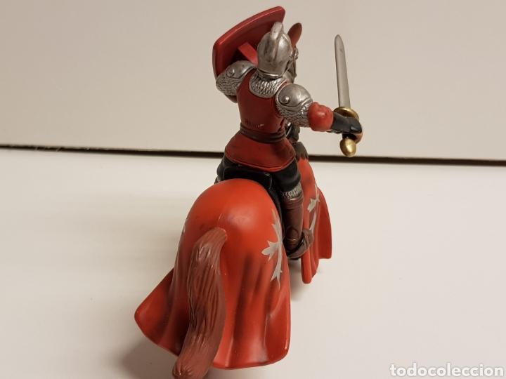 Figuras de Goma y PVC: Caballero medieval con Cruz escudo rojo fabricado en goma plástica marca Simba - Foto 5 - 122103015